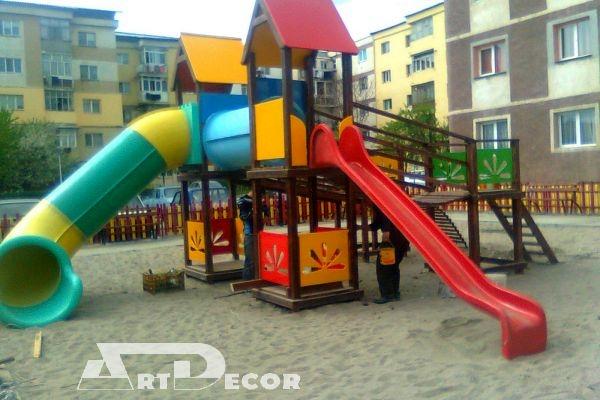 Constructie din lemn pentru parcuri