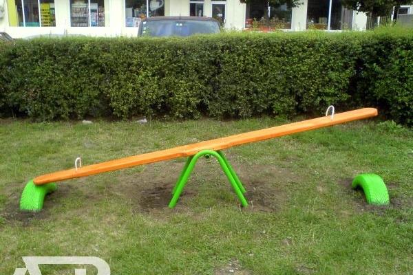 Balansoar din lemn-pentru parcuri