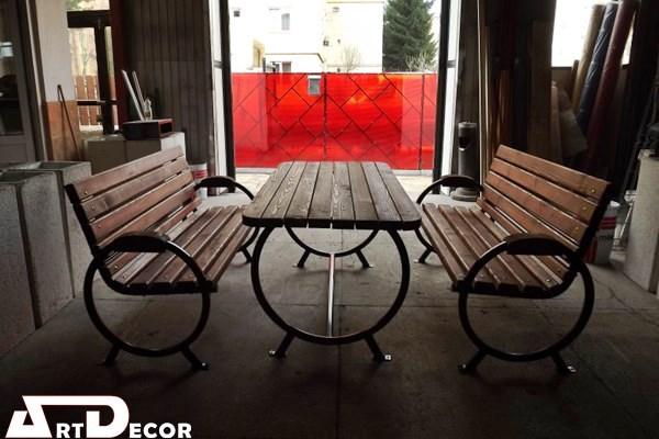 Set masa cu banci din structura metalica