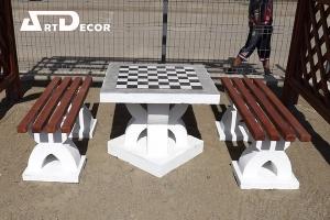 masa cu banci din beton