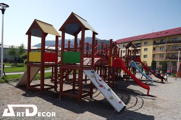 Parc copii - mobilier joaca exterior