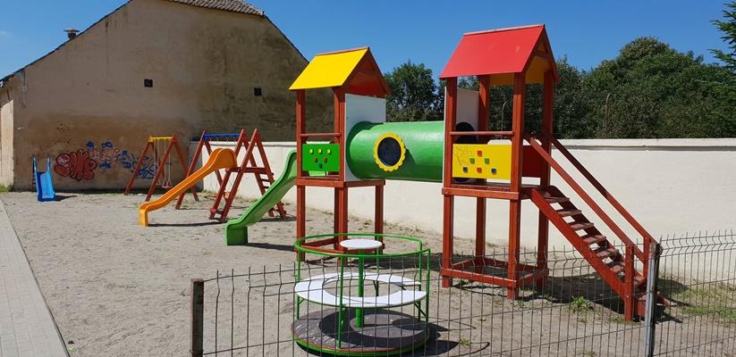 Locuri de joaca pentru copii in parcuri