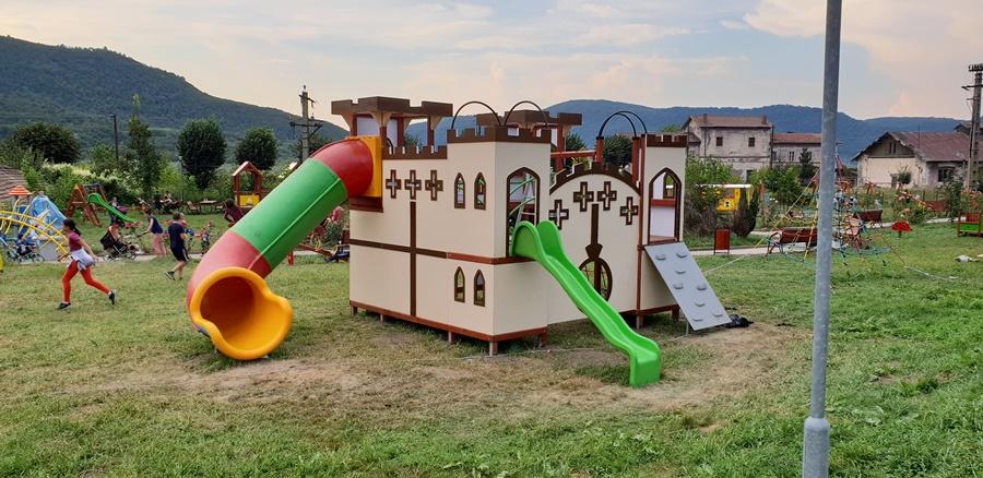 loc de joaca pentru copii tematic
