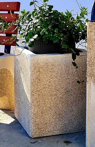 jardiniera beton cu finisaj piatra spalata
